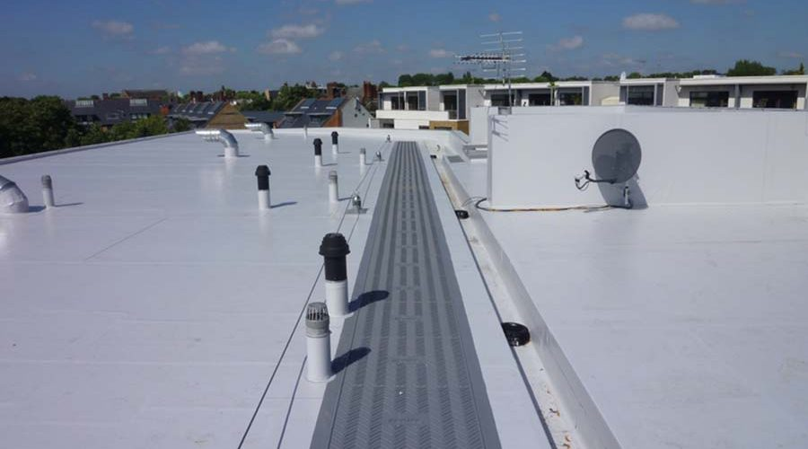 Falls and drainage on flat roofs – a guide for specifiers